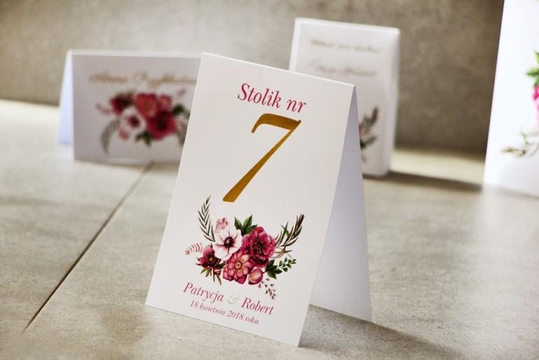 Numery stolików, stół weselny, Ślub - Cykade nr 5 ze złoceniem - Fioletowe kwiaty w chłodnych barwach