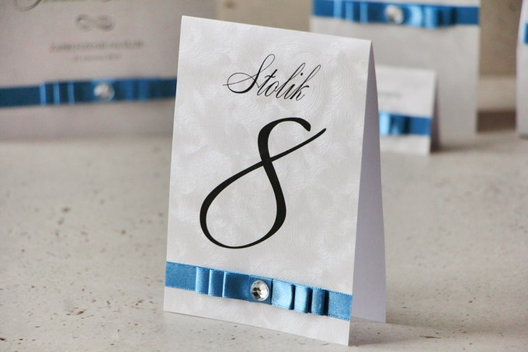 Numery stolików, stół weselny, ślub - Amaretto nr 4 - papier perłowy z kokardką navy blue, eleganckie dodatki