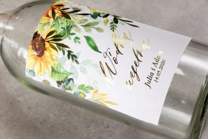 Etykiety samoprzylepne na butelki weselne na alkohol ze złotymi gałązkami i słonecznikiem, idealne na ślub latem