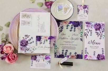Fioletowe zaproszenia ślubne na szkle z dodatkiem gałązek lawendy