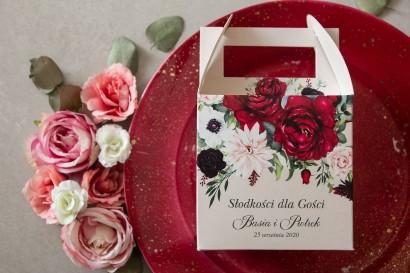 Burgundowe Kwadratowe Pudełko na Ciasto weselne z nadrukiem pastelowych dalii i białych anemonów