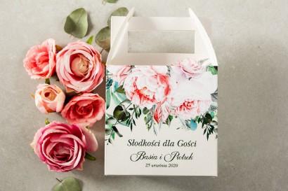 Kwadratowe Pudełko na Ciasto weselne z różowymi piwoniami i różami z dodatkiem gałązek eukaliptusa