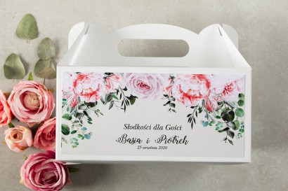Prostokątne Pudełko na Ciasto weselne z różowymi piwoniami i różami z dodatkiem gałązek eukaliptusa