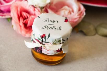 Miody - podziękowania, upominki dla gości weselnych. Kapturek z nadrukiem pastelowych dalii i białych anemonów
