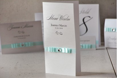 Menu weselne, stół weselny - Amaretto nr 6 - Papier perłowy z miętową kokardką i cyrkonią
