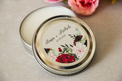 Świeczki Ślubne okrągłe jako Podziękowania dla Gości. Etykieta z nadrukiem pastelowych dalii i białych anemonów