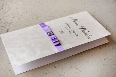Menu weselne, stół weselny - Amaretto nr 7 - Papier perłowy z fioletową kokardką i cyrkonią
