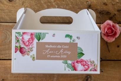 Prostokątne Pudełko na Ciasto weselne z piwoniami i malinami w otoczeniu delikatnego, kremowego koloru