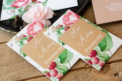 Nasiona - podziękowania, upominki dla gości weselnych z piwoniami i malinami w otoczeniu delikatnego, kremowego koloru