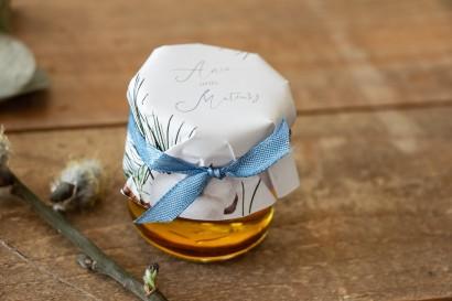 Miody - podziękowania, upominki dla gości weselnych. Kapturek z iglastymi gałązkami i delikatną bawełną
