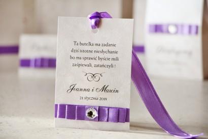 Zawieszka na butelkę, wódka weselna, ślub - Amaretto nr 7 - Intensywny fiolet na eleganckim perłowym papierze, z cyrkonią