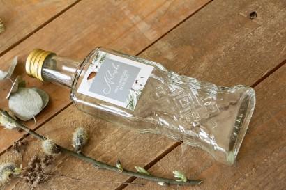 Ślubne Butelki na nalewki - Podziękowania dla Gości. Etykieta z iglastymi gałązkami i delikatną bawełną
