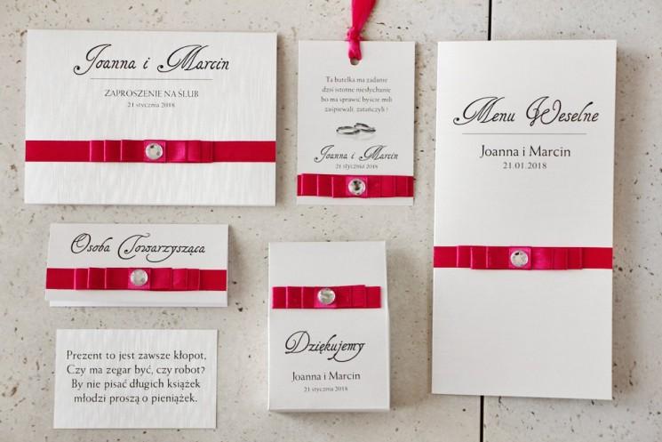 Zaproszenie ślubne z dodatkami - Amaretto nr 8 -  Papier perłowy o fakturze lnu, z amarantową kokardką i cyrkonią