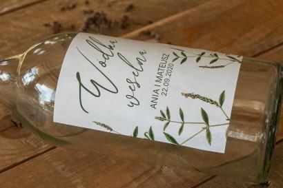 Ślubne Etykiety samoprzylepne na butelki z nadrukiem zielonej gałązki.