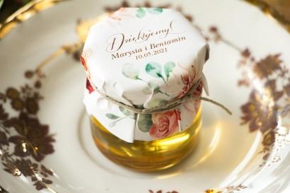 Słodkie podziękowania dla gości weselnych, ślubnych w postaci słoiczków z Miodem z kompozycją delikatnego, różowego bukietu