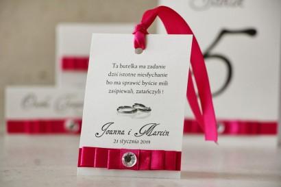 Zawieszka na butelkę, wódka weselna, ślub - Amaretto nr 8 - Intensywnie amarantowa kokardka, papier perłowy, z cyrkonią