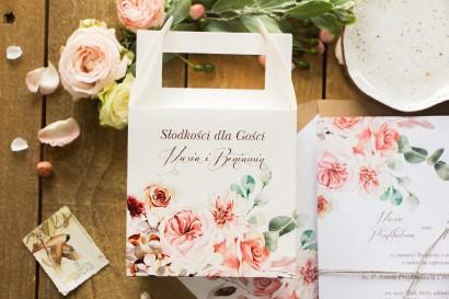 Podziękowania dla gości ślubnych - Pudełko na Ciasto weselne z kompozycją delikatnego, różowego bukietu
