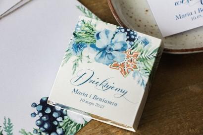 Podziękowanie dla gości weselnych w postaci mlecznej czekoladki, owijka z motywem bawełny
