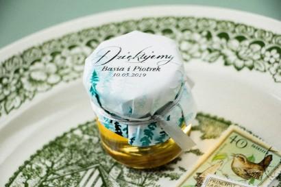 Słoiczek z miodem - słodkie podziękowanie dla gości weselnych. Kapturek w stylu glamour ze srebrzeniami
