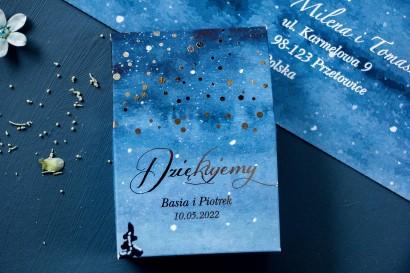 Pudełeczko na słodkości, podziękowania dla gości weselnych ze srebrzonymi kropeczkami i mieniącym się tekstem