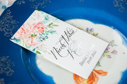 Nasiona Ślubne - Podziękowania dla gości, opakowanie ze srebrzeniami oraz z piwonią i eukaliptusem