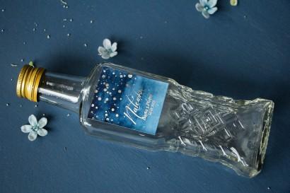 Ślubne Butelki na nalewki, prezenty dla Gości. Etykieta ze srebrzonymi kropeczkami i mieniącym się tekstem