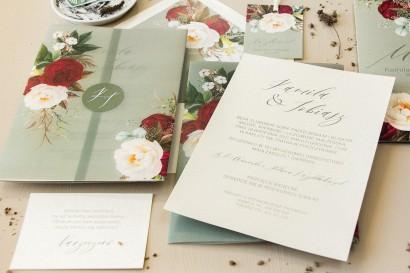 Zaproszenia ślubne w stylu boho z burgundowymi piwoniami