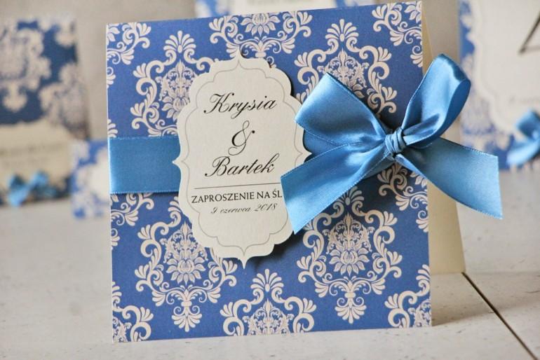 Zaproszenie ślubne perłowe z kokardką- Ornament nr 2 - Intensywnie chabrowy wzór na papierze perłowym