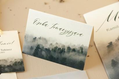 Winietki ślubne, wizytówki z personalizacją na stół weselny na perłowym papierze z leśną grafiką