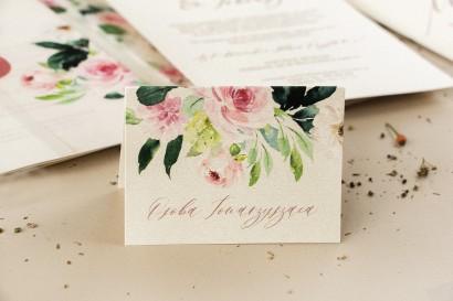 Winietki ślubne na perłowym papierze z piwonią w kremowych barwach z dodatkiem pastelowego różu i bieli
