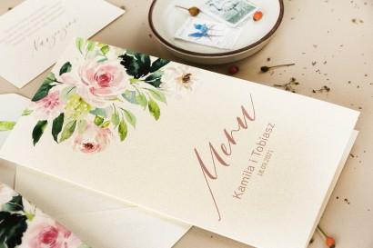 Menu ślubne - na stoły weselne - na perłowym papierze z piwonią w kremowych barwach z dodatkiem pastelowego różu i bieli