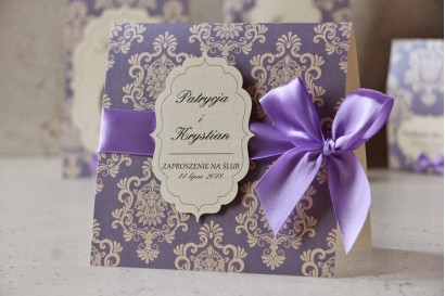Zaproszenie ślubne perłowe z kokardką- Ornament nr 3 - Liliowe eleganckie na kremowym papierze