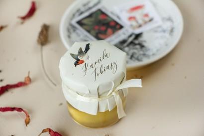 Miody Ślubne - podziękowania dla gości weselnych. Kapturek z grafiką ptaków w stylu vintage