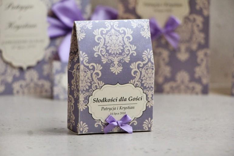 Pudełeczko stojące na cukierki, podziękowania dla Gości weselnych - Ornament nr 3 - Liliowo-kremowe eleganckie z kokardką
