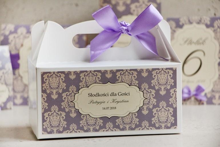 Prostokątne pudełko na ciasto, tort weselny, ślub - Ornament nr 3 - liliowe z ornamentami i kokardą