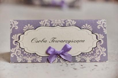 Winietki na stół weselny, ślub - Ornament nr 3 - Liliowe z ornamentami i kokardką