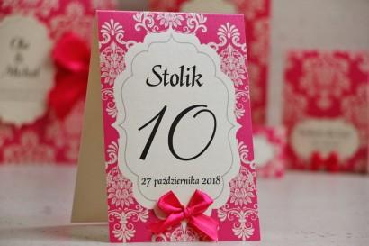 Numery stolików, stół weselny, ślub - Ornament nr 5 - Amarantowe na papierze perłowym, z kokardką