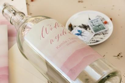 Ślubne Etykiety samoprzylepne na butelki weselne z akwarelową grafiką w kolorze delikatnego różu