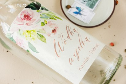 Ślubne Etykiety samoprzylepne na butelki weselne z piwonią w kremowych barwach z dodatkiem pastelowego różu i bieli