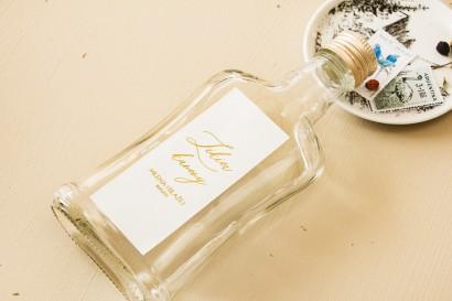 Ślubne Butelki na nalewki, prezenty dla Gości. Minimalistyczna Etykieta w białym kolorze ze złoceniami