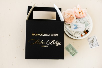 Pudełko na Ciasto weselne (kwadratowe) w stylu glamour ze złotym tekstem oraz złotą ramką