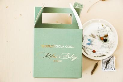 Pudełko na Ciasto weselne (kwadratowe) z przewagą zieleni oraz złotą ramką