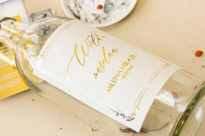 Minimalistyczne Etykiety samoprzylepne na butelki weselne na alkohol w białym kolorze ze złoceniami