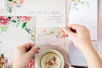 Winietki ślubne na szkle z piwonią zainspirowane kwiatowym motywem