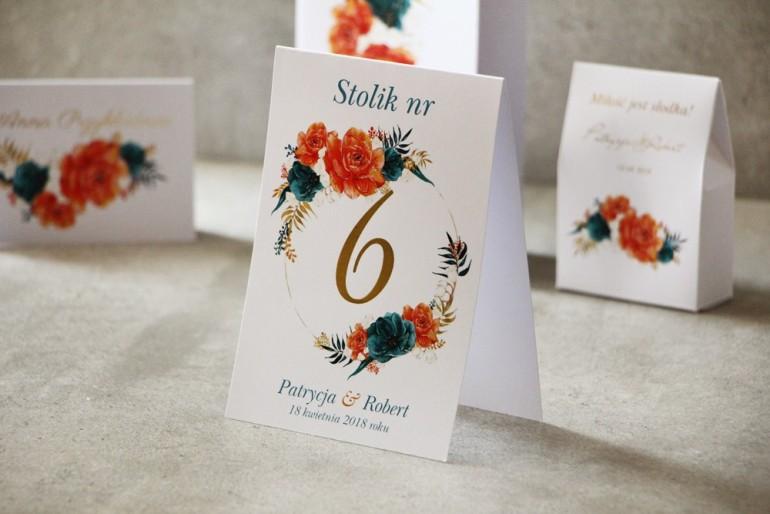 Numery stolików, stół weselny, Ślub - Cykade nr 6 ze złoceniem - Pomarańczowo-szmaragdowe kwiaty