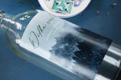 Ślubne Etykiety samoprzylepne na butelki z białą czcionką i grafiką lasu