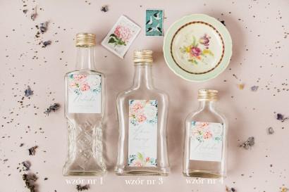 Ślubne Butelki na nalewki, prezenty dla Gości. Etykieta z piwonią zainspirowane kwiatowym motywem