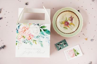 Ślubne Pudełko na Ciasto weselne z piwonią zainspirowane kwiatowym motywem