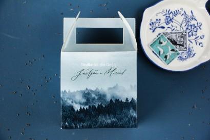 Ślubne Pudełko na Ciasto weselne z białą czcionką i grafiką lasu