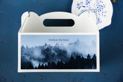Ślubne Pudełko na Ciasto (prostokątne) z białą czcionką i grafiką lasu